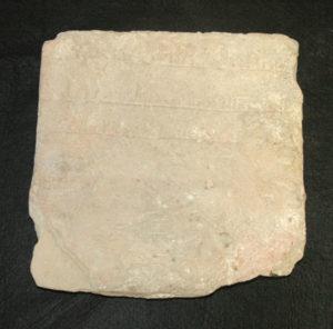 Imagen de la lápida funeraria de época almorávide.
