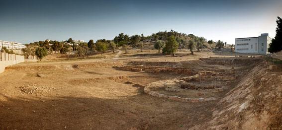 Restos encontrados durante la campaña de 1982/83 en las instalaciones de la necrópolis.